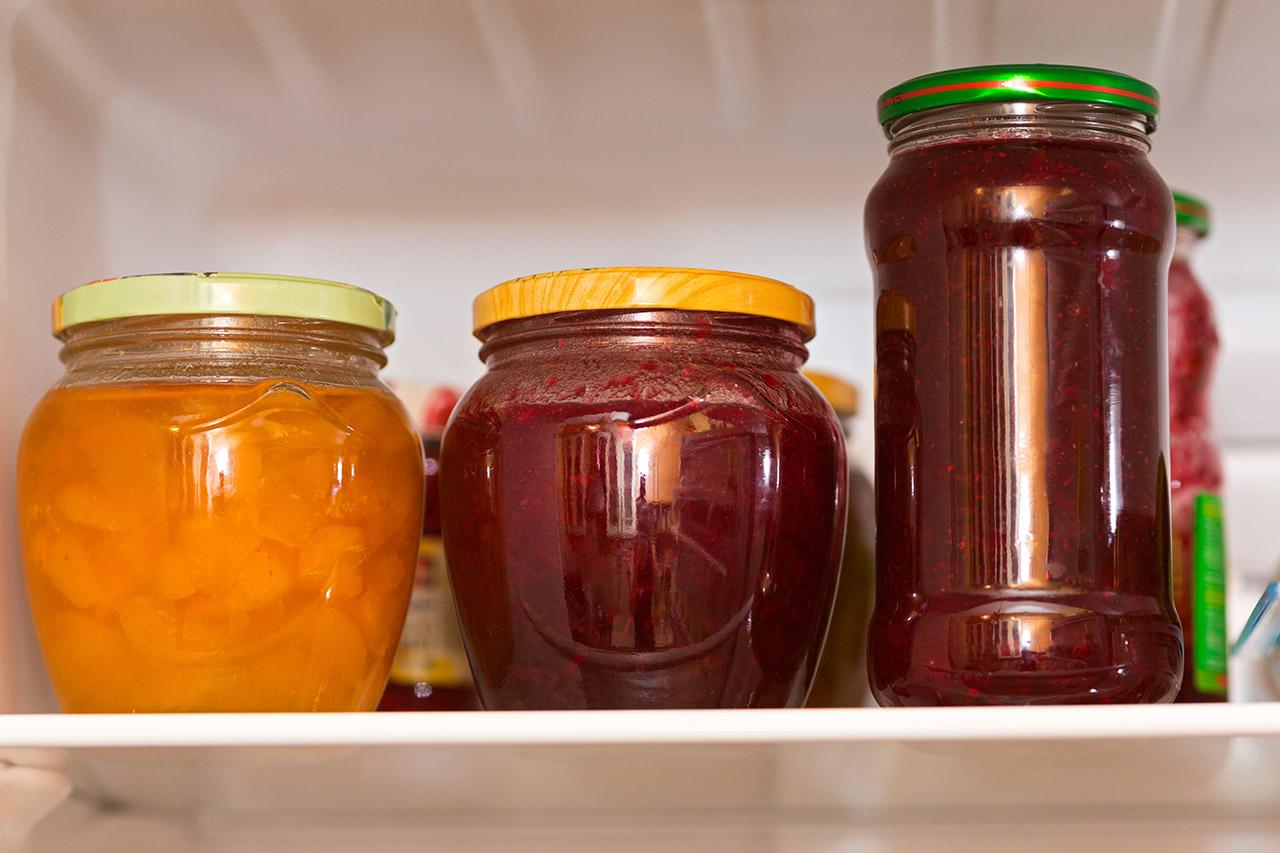 冷蔵庫が作り置きのドレッシングやペーストでいっぱい